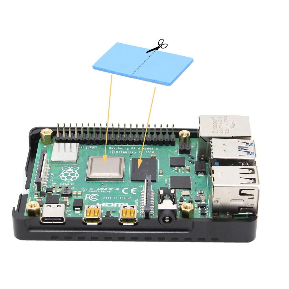 удалите двухсторонние пленки тонкой термопрокладки и поместите их на поверхность чипа процессора и памяти