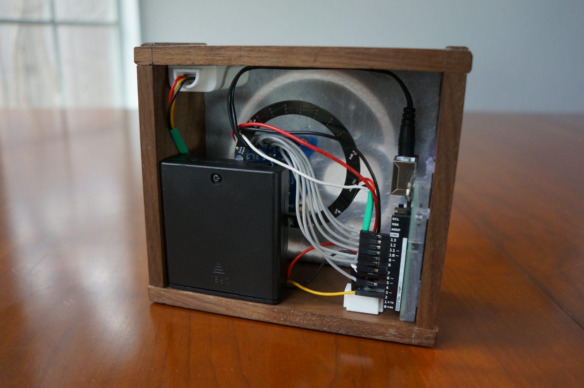 Фото компоновки мониторас датчиком температур и влажности